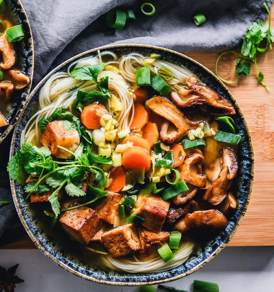 Ensalada de verduras y pasta 962x1024 - 9 tipos de hambre
