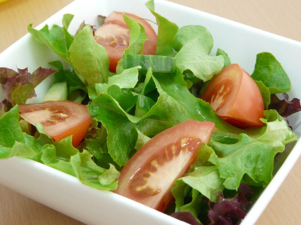 ensalada de lechuga y tomate 1024x768 - 9 tipos de hambre